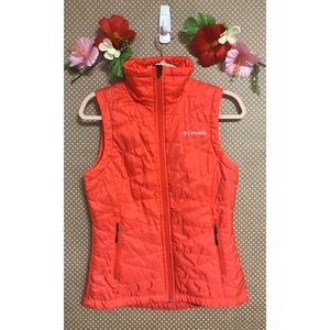 Columbia red quilted vest xs